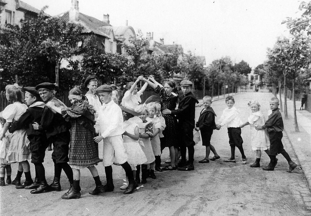 Folkets Allé med børn, som leger ca. 1905 - Foto: Johan Weitzmann