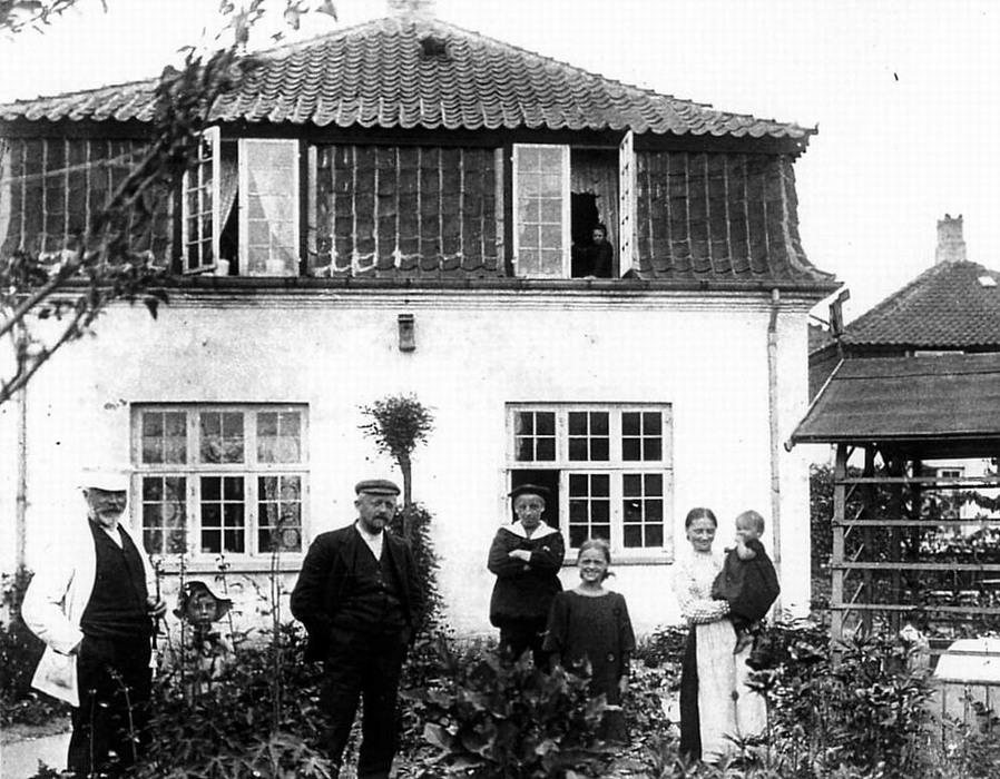 Broderskabsvej 17. Huset set fra haven ca. 1908 - Foto: Johan Weitzmann
